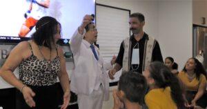 Mass. Magician Joe Ferranti displays spectator's ring on Key Fob